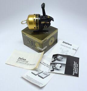 R4 - Vintage Daiwa GC100 GOLDCAST III SPINCAST Reel in Original Box