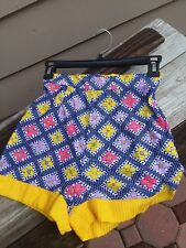 Vintage 70s women's  juniors short shorts with flower power and polka dot size 7