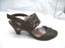 Clarks Artisan size 8M brown leather slingbacks  womens shoes sandals 60870