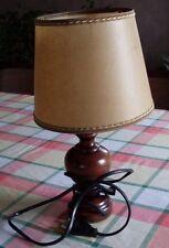 Joli lampadaire en bois avec 2 abats-jours différents
