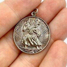 Silver stamped St Christopher round 0.8' x 0.8'