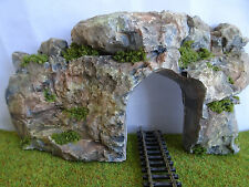 N GAUGE SINGLE TRACK TUNNEL ENTRANCE SET IN ROCK FACE SCENERY IN NATURAL STONE