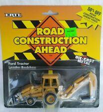 1995 ERTL 885 FORD TRACTOR LOADER/BACKHOE - 1/64 ROAD CONSTRUCTION SERIES - NEW
