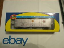 ATHEARN BRAND NEW  50 FT.SMOOTH SIDE REEFER NORTHERN PACIFIC  .O. SCALE
