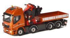 WSI04-1167 - Camion 8x4 IVECO Stralis avec plateau équipé d'une grue  - 1/50