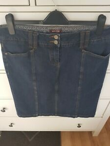 Ladies Savoir denim skirt size 16 with lycra, knee length straight