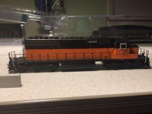 Scale Trains HO EMD SD40-2 Milwaukee Rd #3000 DCC & LokSound SXT30482