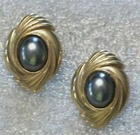 Vintage Big Stylish Gold Tone Metal Silver Gray Cabochon Pierced Earrings K749
