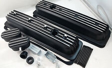 SB Chevy SBC Black Finned Center Bolt Aluminum Valve Cover Kit W / Breathers