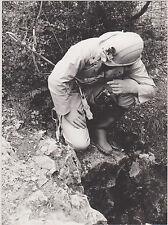 BELLE PHOTO NOIR et BLANC/SPELEOLOGIE-ASCO -ANNEE 77/-SPELEOLOGUE ENTREE GROTTE