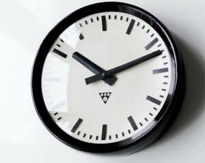 Beautiful orig. PRAGOTRON Industrial Clock modernist midcentury Bauhaus Bakelite