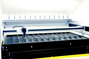 CO2 Lasermaschine Lasergravur und Schnitt Konfiguration Laserquelle nach Bedarf