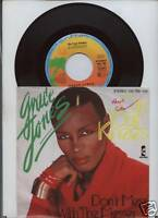 GRACE JONES - don´t  mess  with the  messer