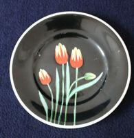 Wandteller Porzellan Tulpen rot gelb 50er 60er schwarzer Grund handgemalt 19cm