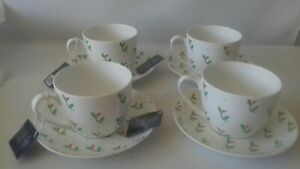 4 X designer Large Breakfast Cups And Saucers By Dee Hardwicke In holly Berry.