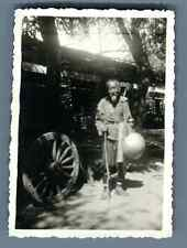 China, Old Chinese man posing  Vintage silver print. Vintage China. 中国葡萄酒   Ti