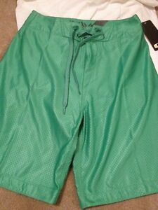 BNWT Oakley Return Board Short With Comb. Size 28 Suitable for Swimming
