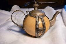 théière orientale en céramique et métal