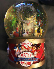 Macy's Thanksgiving Day Parade Wind Up Musical Snow Globe 2002 Asstd Characters