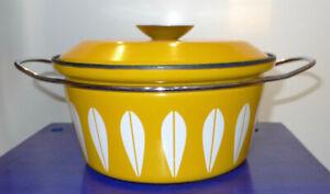 Vintage Cathrineholm Yellow Dutch Oven Pot Handled Enamelware