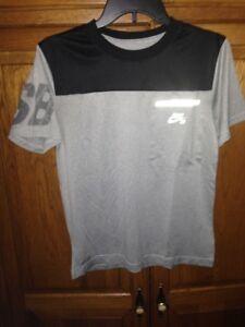 NIKE Dri Fit T Shirt White gray gray black s/s Men Size Large pocket EUC