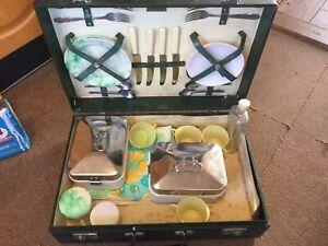 brexton picnic set Vintage Belived 1940s