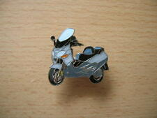 Pin Anstecker Vespa Piaggio X9 / 500 Modell 2002 Art. 0874 Roller Scooter Moto