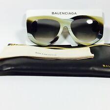 Balenciaga Para Mujer Dos Tonos Gafas Ojo de Gato. Amarillo Negro Nuevo Con  Etiquetas. Explora. Categoría  Lentes de sol 88cea44e569e