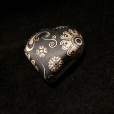 Heart Shaped Eye Contact  Lens Keeper Black Gold