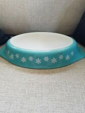 PYREX Snowflake Cinderella Oval Divided Dish 1.5 qt White on Turquoise #963-19Ws