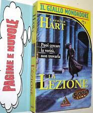 carolyn hart LA LEZIONE giallo 2542