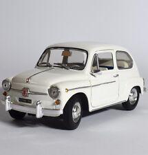 Revell 08834 Fiat 600 D Kultwagen in weiß lackiert, 1:18, OVP, K011