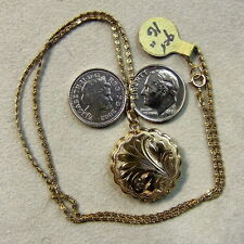 9 ct gold second hand opening fancy locket & chain