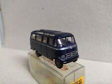 Mercedes-Benz  O-319 microbús , azul  , Brekina 3610 , escala 1/87