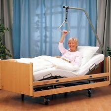 De Luxe Elektro Pflegebett mit Bettgalgen