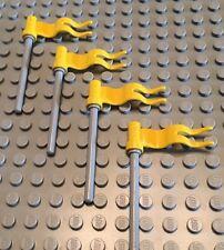 Lego Lot Of 4 Wavy Flags / Grey Pole / Yellow Flag / Castle / Build A Kingdom