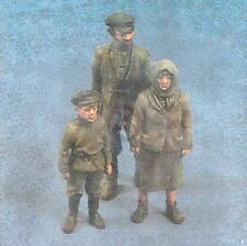 Verlinden 54mm (1/35) Peasants WWII Farmer with his Wife and Boy (3 Figures) 297