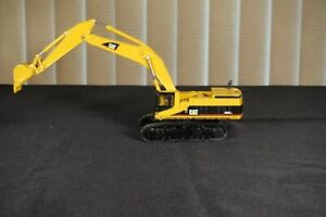 1:35 diecast Cat 3850 Excavator NEW