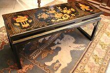 Table basse en bois laqué à décor doré sur fond noir Chine Extrême-Orient