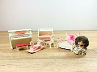 Sylvanian Families Abigail Bramble Pink Girls Bedroom Piano Set