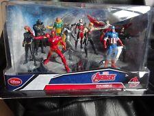 Marvel Avengers Deluxe Figurine Captain America Playset LOOK  Disney Store !!