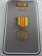 ^(A20-096) US Orden Vietnam Service Medal  im Set
