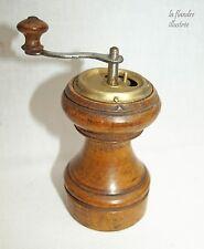 ancien petit moulin à poivre à manivelle - no café