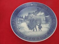 1980 ROYAL COPENHAGEN CHRISTMAS  PLATE TAKING TREE HOME