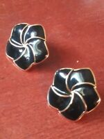 VINTAGE NAPIER BLACK ENAMEL GOLD TONE TRIM EARRINGS