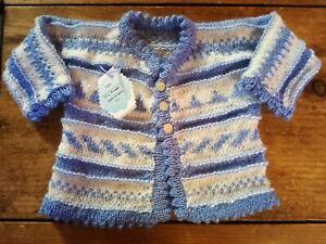 Jersey- chaqueta bebé punto. Hecho a mano. Realizado en lana grecas. 0-3 meses