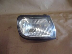 97-99 NISSAN MAXIMA RH RIGHT PASSENGER SIDE CORNER MARKER LIGHT