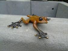 grenouille en mouvement en bronze patiné, statue grenouille bronze