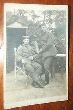ANCIENNE PHOTO CP WWI 1916 . SOLDATS ALLEMANDS EN PAUSE AVEC OBUS DATÉ 1914-1916