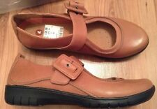New 🎀 Clarks 🎀 Size 8 Un bound Tan Leather Shoes (42 EU) Lightweights Flats